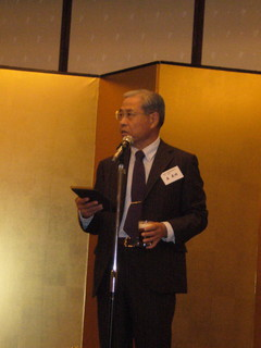 東日本支部懇親会森理事長乾杯(20131109).JPG