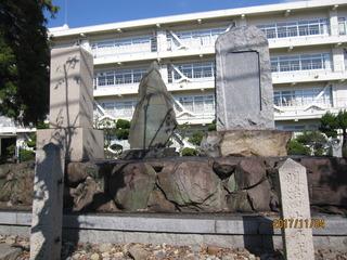 2-姫路工業高校構内の碑.jpg